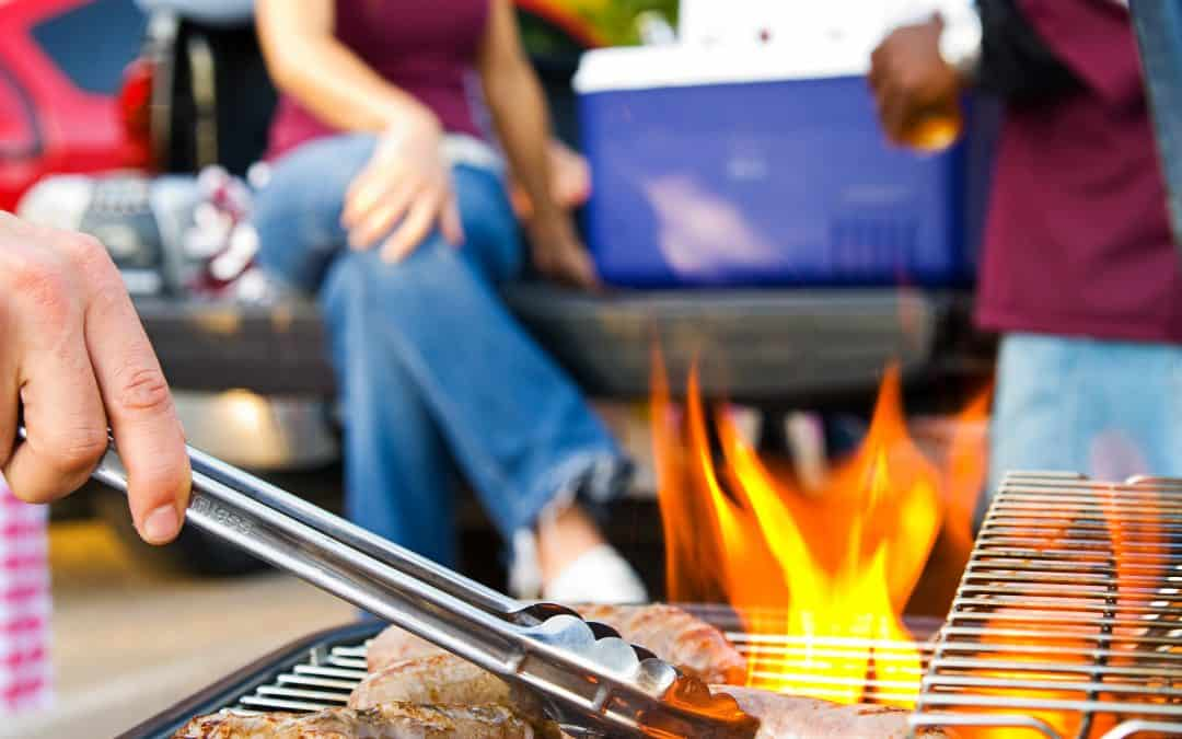How To Score an Easy Eco-Friendly Tailgate Party