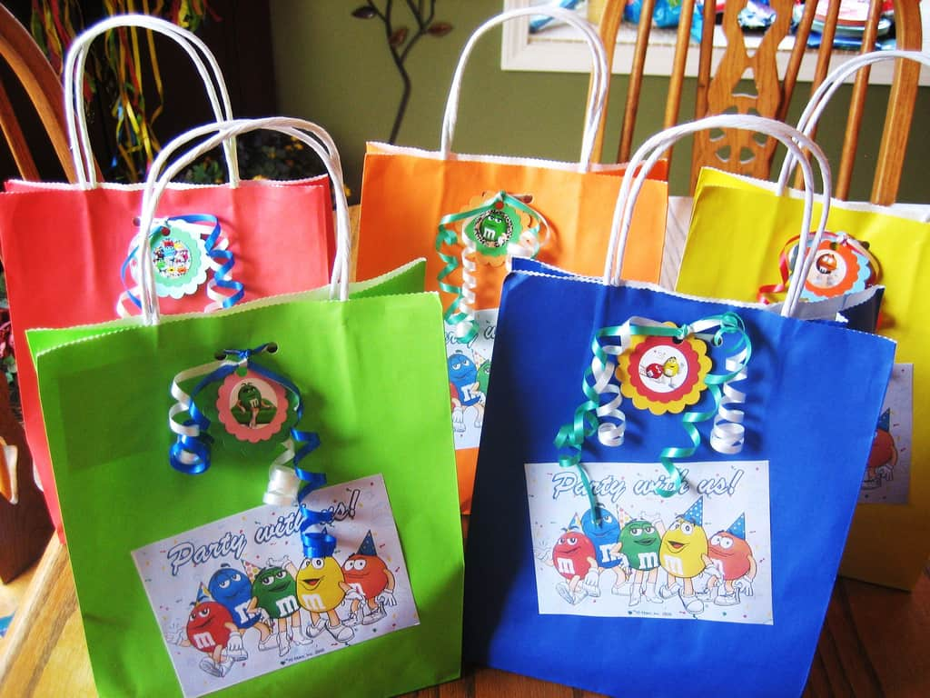 Make sure this fits by entering your model number. Ripstop Polyester Imported KIDS LOVE GOODIE BAGS: BeeGreen party bags are perfect birthday party ideas for toddler candy bags or your baby shower decoration kit to create the most festive event for your friends and family.